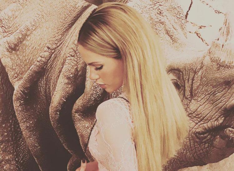 Angelina Heger blonde Haare