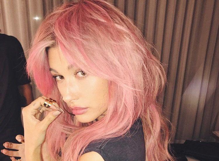 hailey-baldwin-rosa-haare