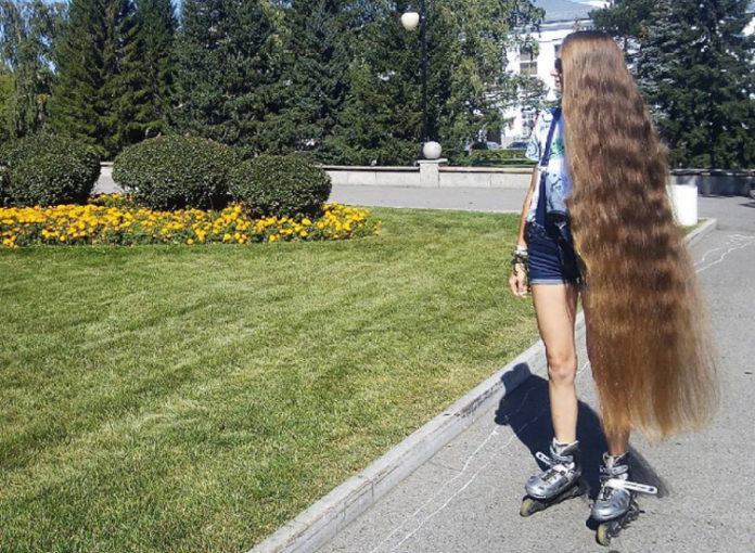 Dashnik Gubanova hat lange Haare